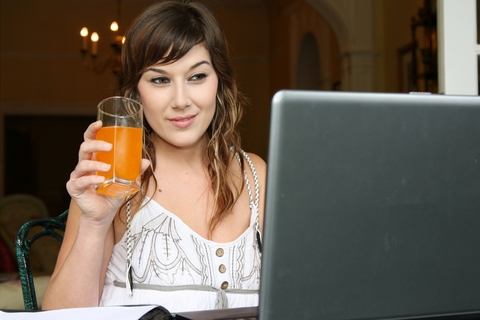 Woman behind a lap-top